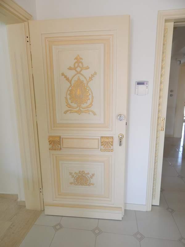 Κλασικη πορτα